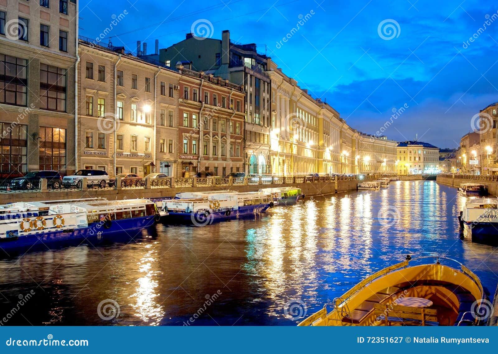 圣彼德堡 俄国 在Moika河的小船