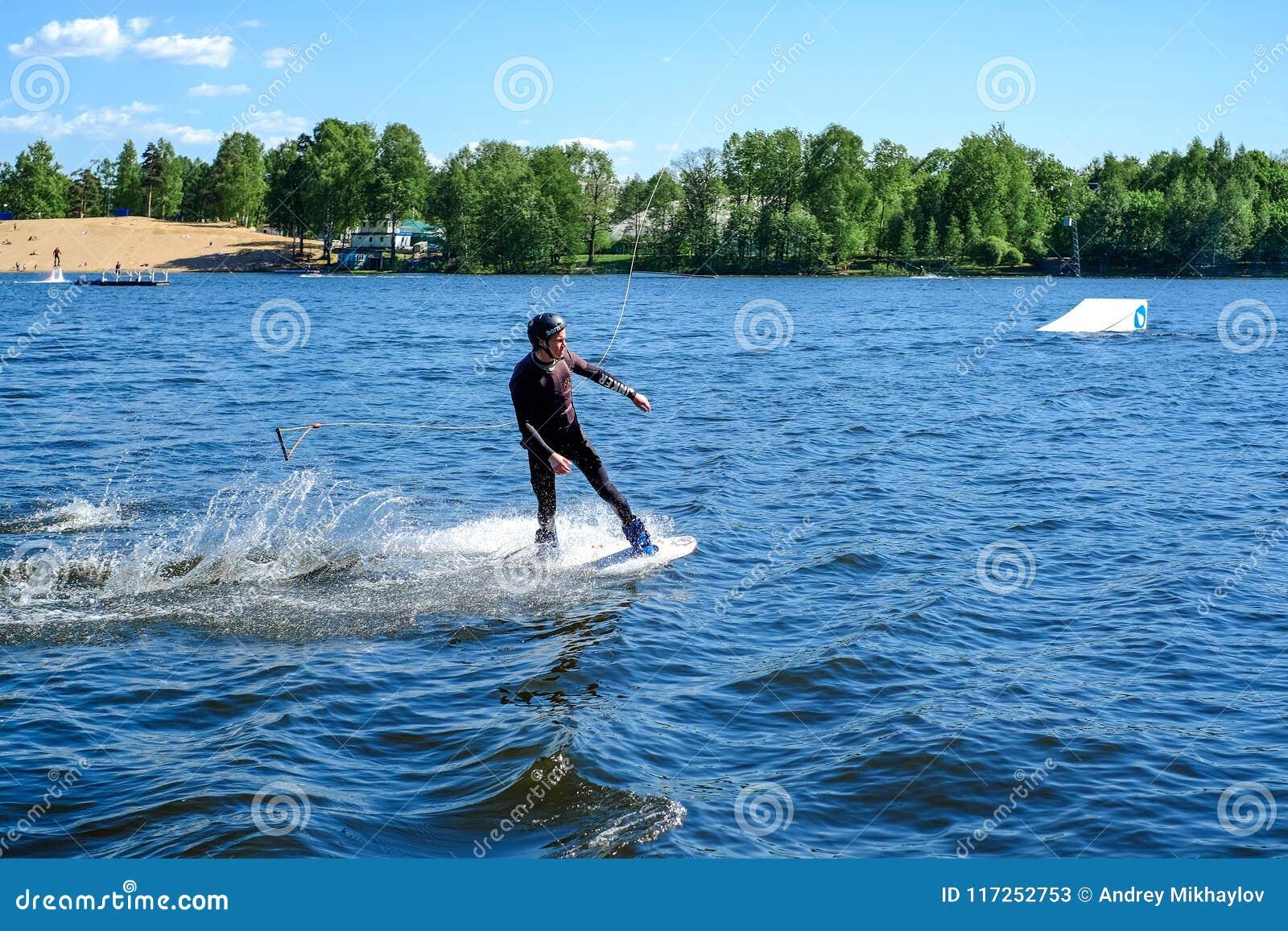 圣彼德堡 俄国 05 19 2018年 风帆冲浪的航行和水活动性