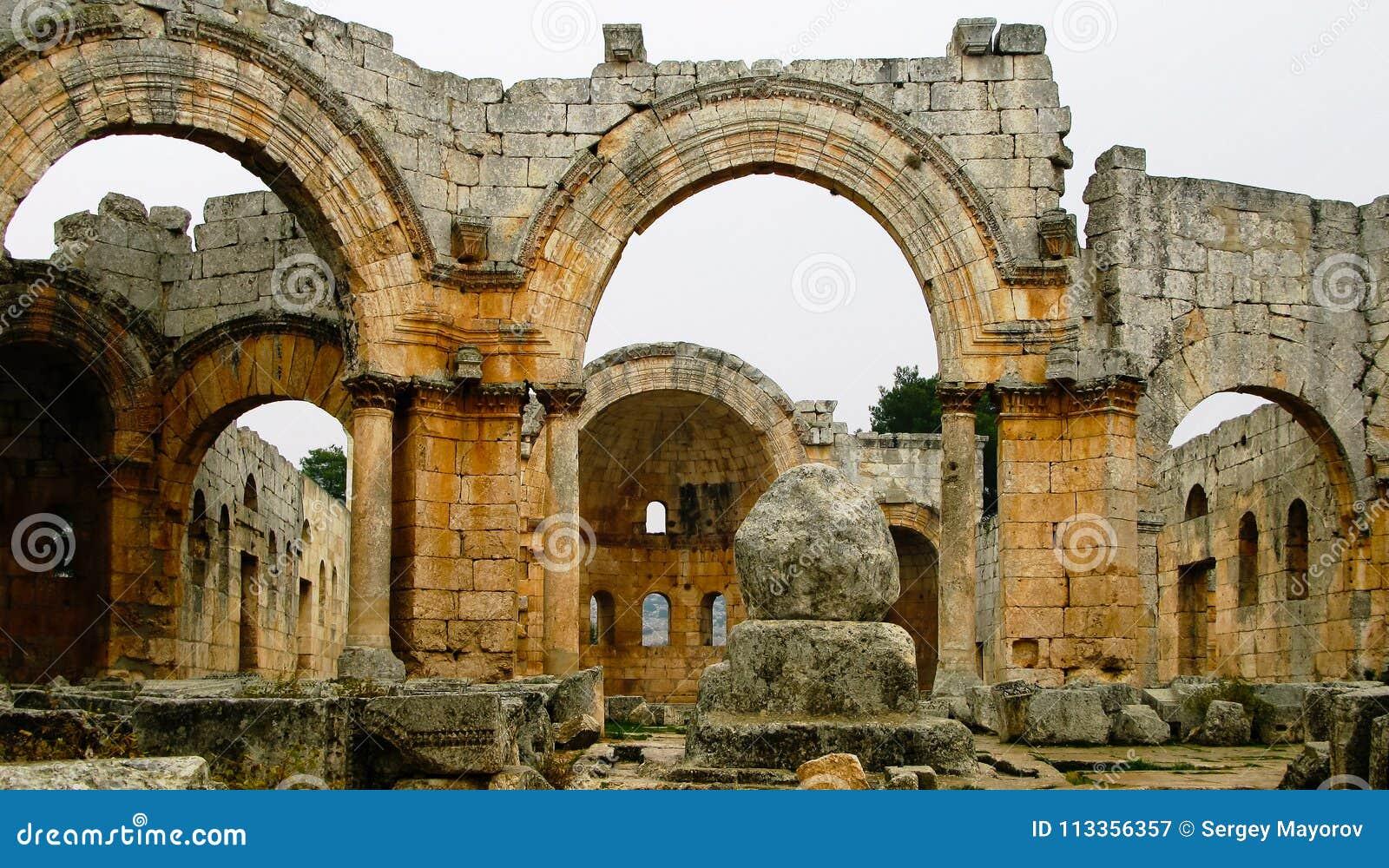 圣徒在伊德利卜,叙利亚的西梅昂修行的人教会的废墟