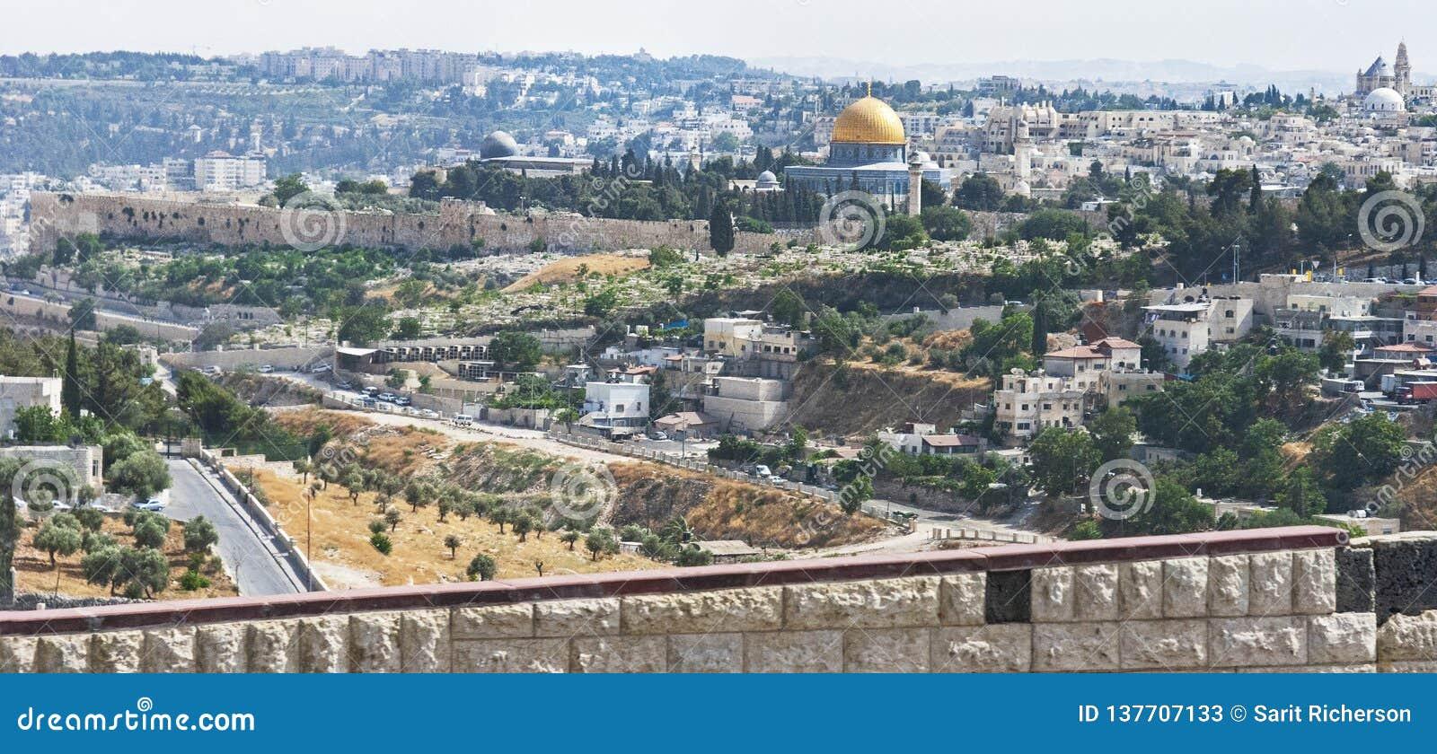 圣殿山的东边在耶路撒冷