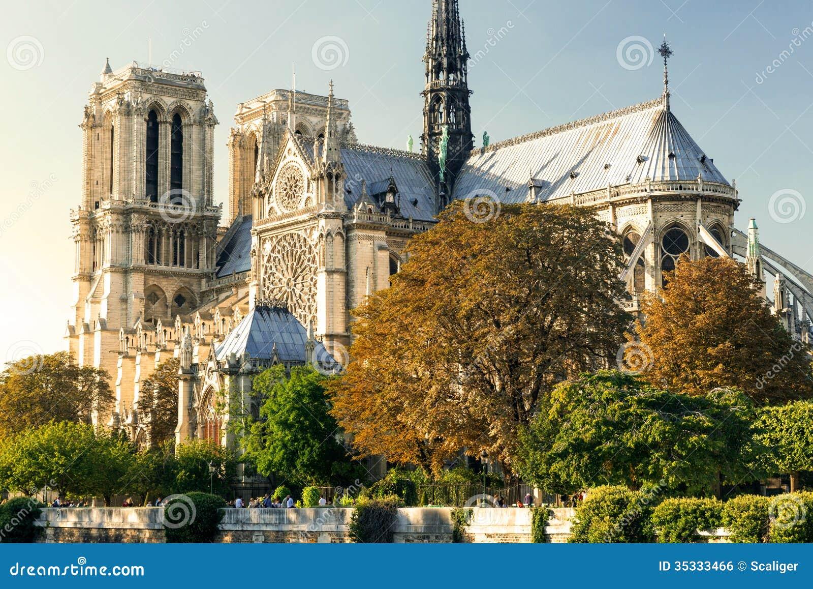 巴黎圣母院,法国大教堂日落的.