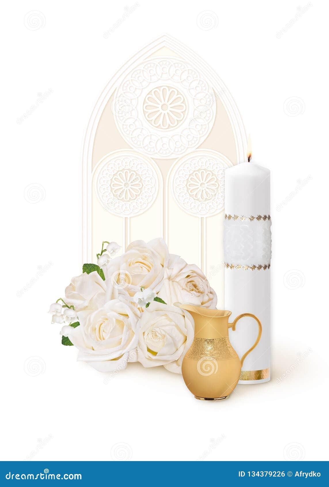圣洁洗礼、卡片与一个白色蜡烛,花和一个水罐在一个窗口的背景与一块彩色玻璃