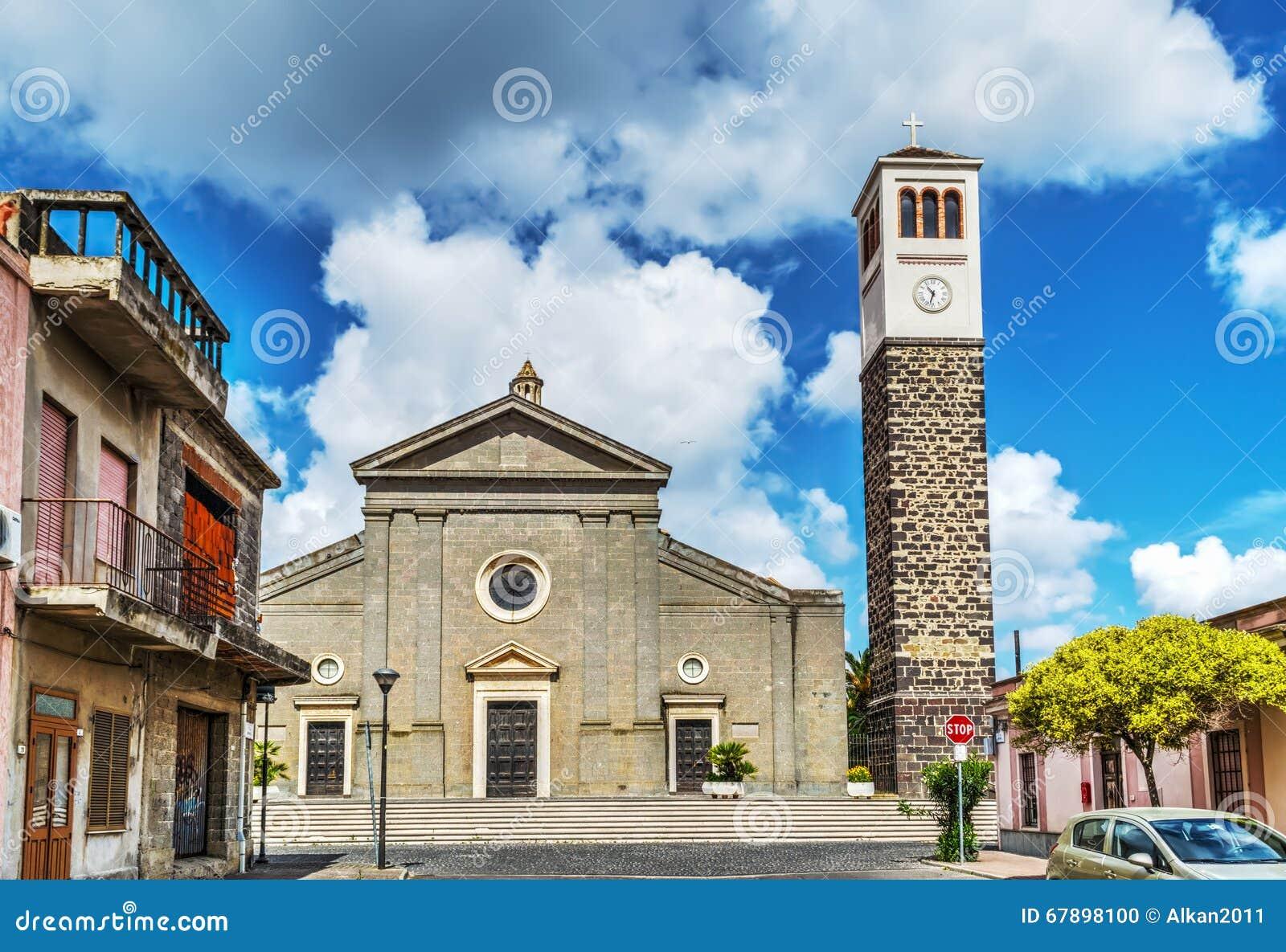 圣玛丽亚教会正面图在Cabras
