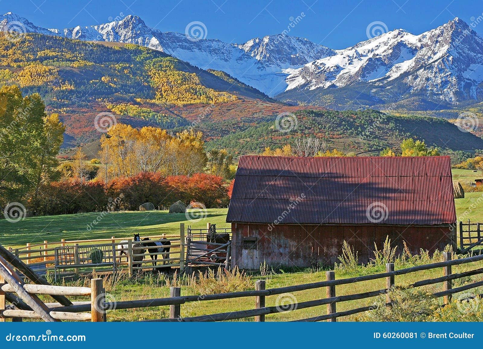 圣胡安山的脚的大农场在科罗拉多