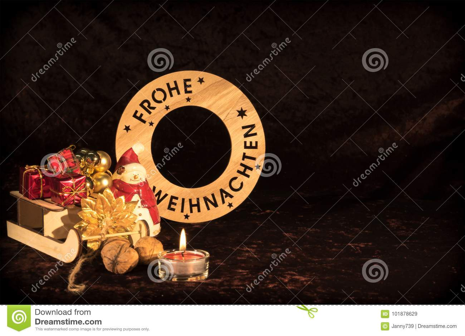 `圣诞快乐`用与图,圣诞树球和蜡烛的德语