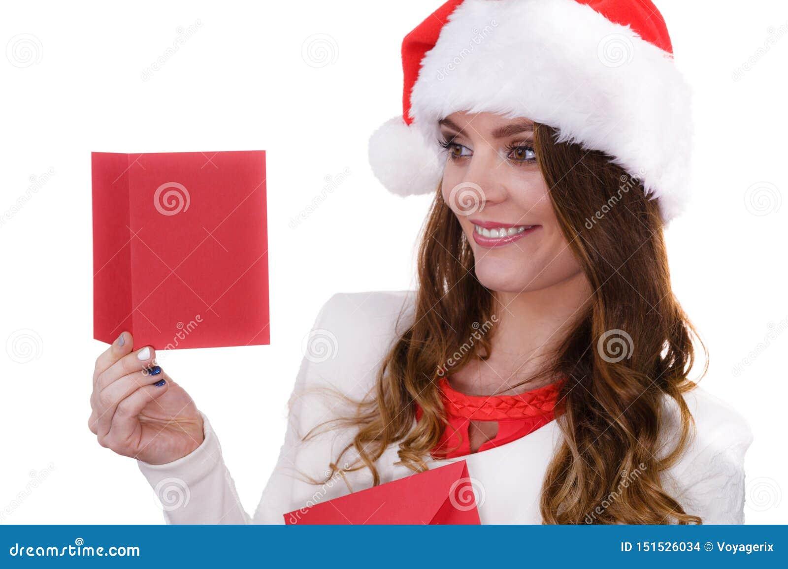 圣诞老人项目帽子的妇女读信的