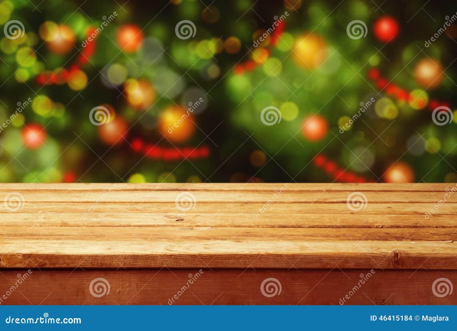 圣诞节与空的木甲板桌的假日背景在欢乐bokeh 为产品蒙太奇准备