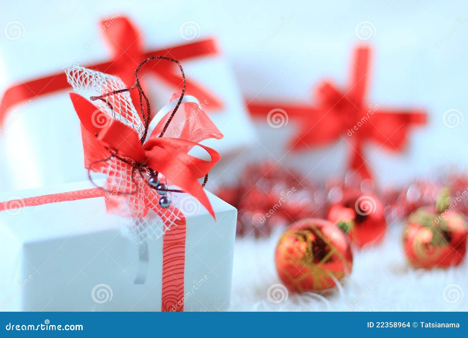 圣诞节与红色ribbo的礼物盒
