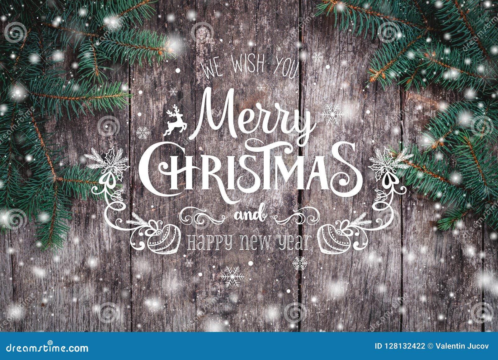 圣诞节在木背景的冷杉分支 Xmas和新年快乐构成