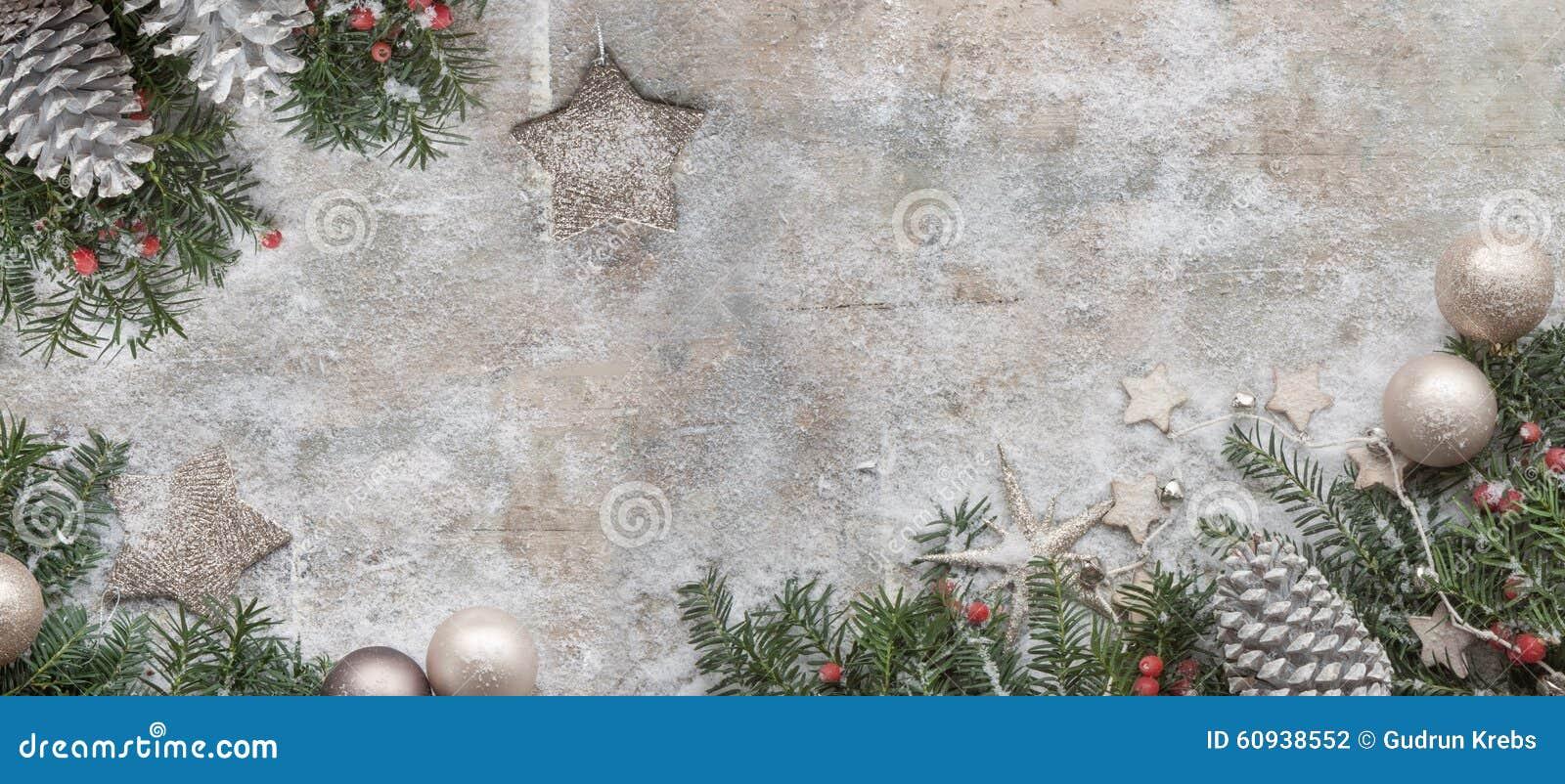 圣诞节在木背景的杉树