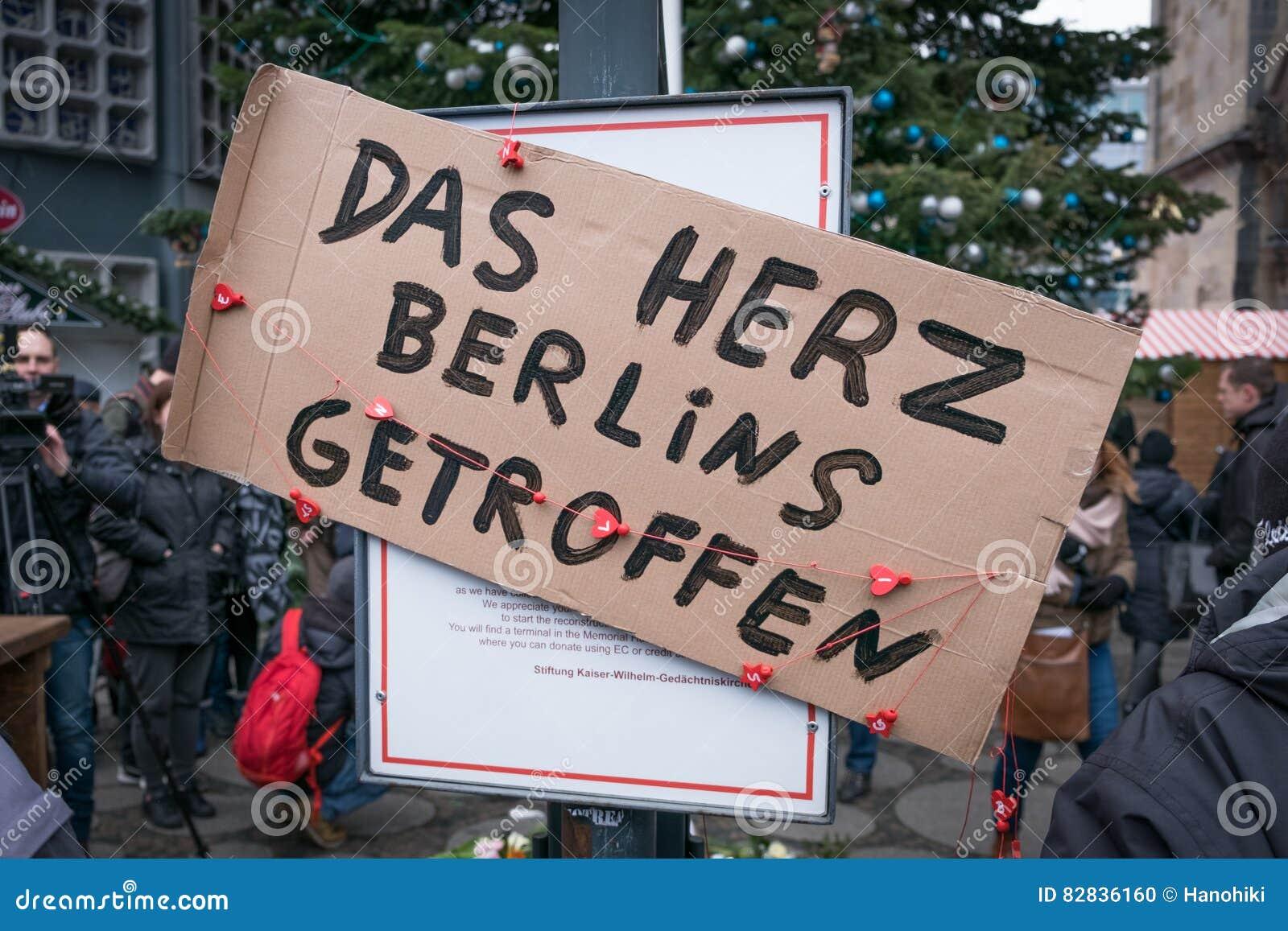 圣诞节市场在柏林,在恐怖袭击以后的天