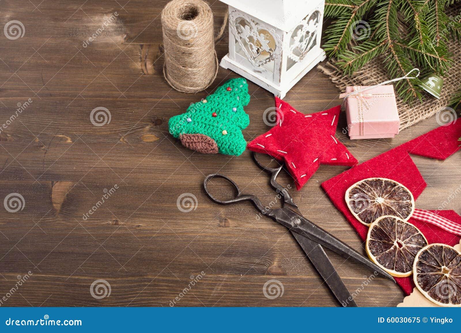 圣诞节手工艺的各种各样的项目在正确的顶面角落