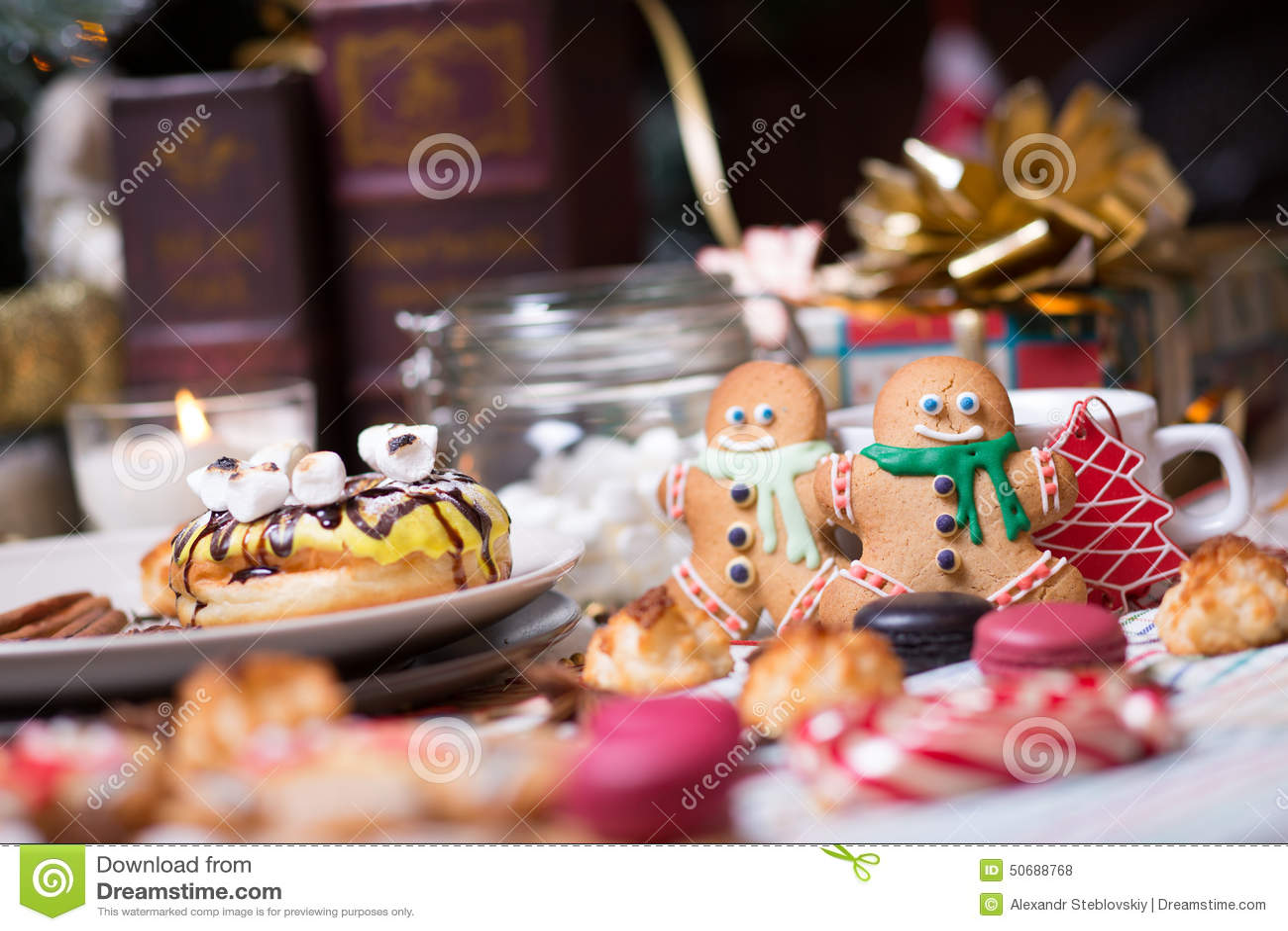 Download 圣诞节曲奇饼姜饼做宫殿甜点 库存照片. 图片 包括有 魔术, 果子, annabelle, 颜色, 会议室 - 50688768