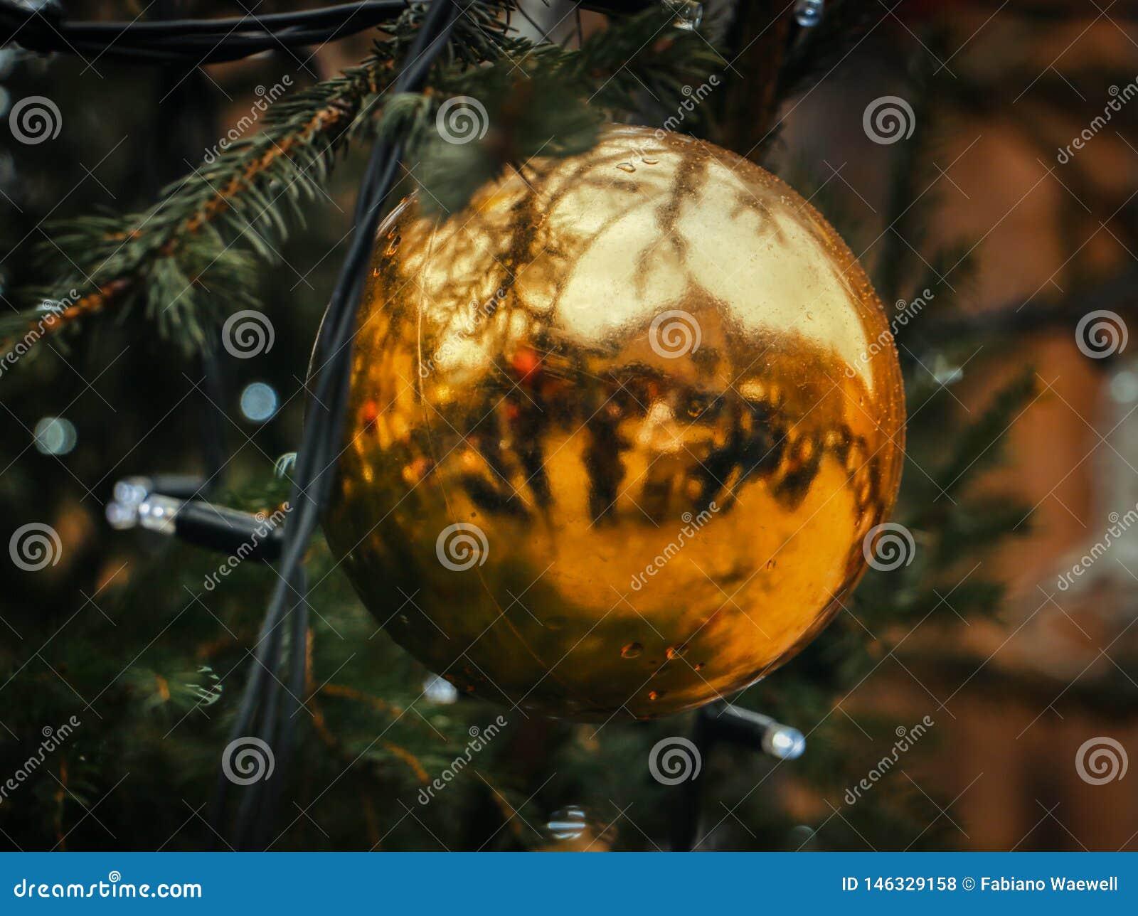 圣诞节球和树假日