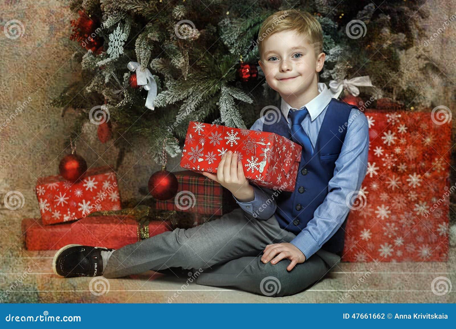 圣诞节的愉快的男孩