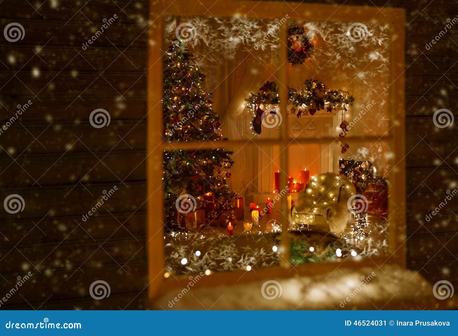 圣诞节窗口假日家光,室装饰了Xmas树