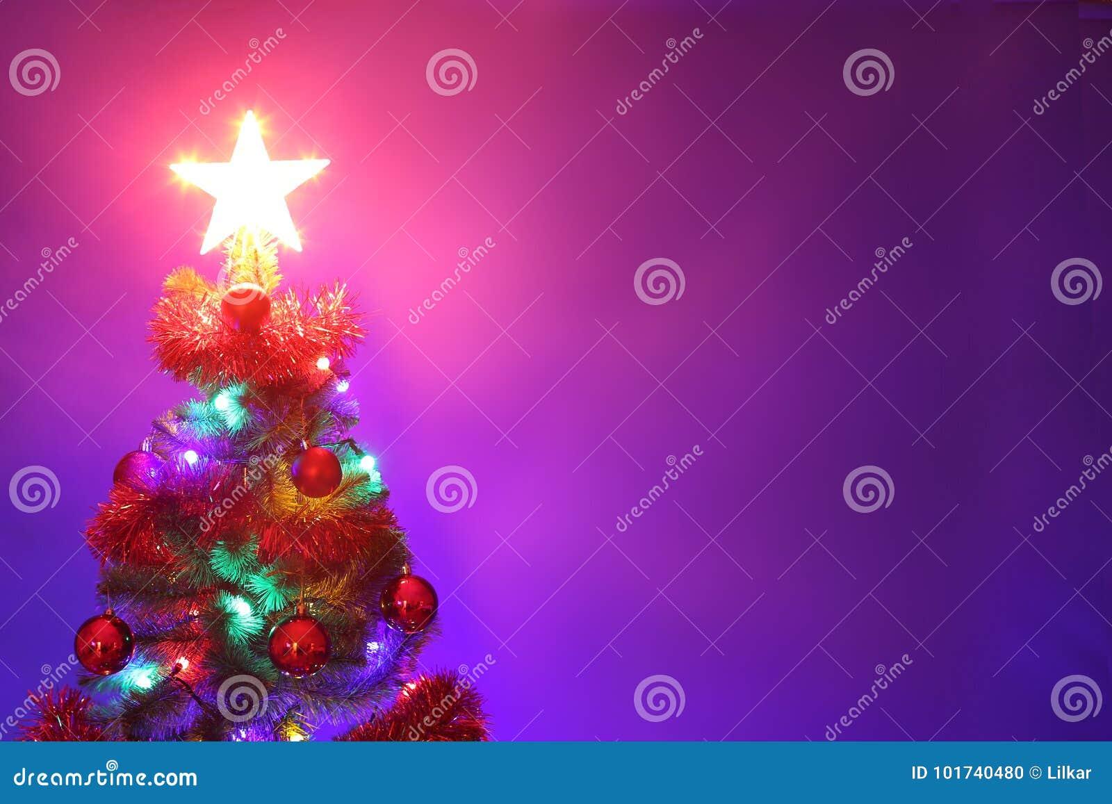 圣诞节装饰了结构树 圣诞快乐和新年好gree