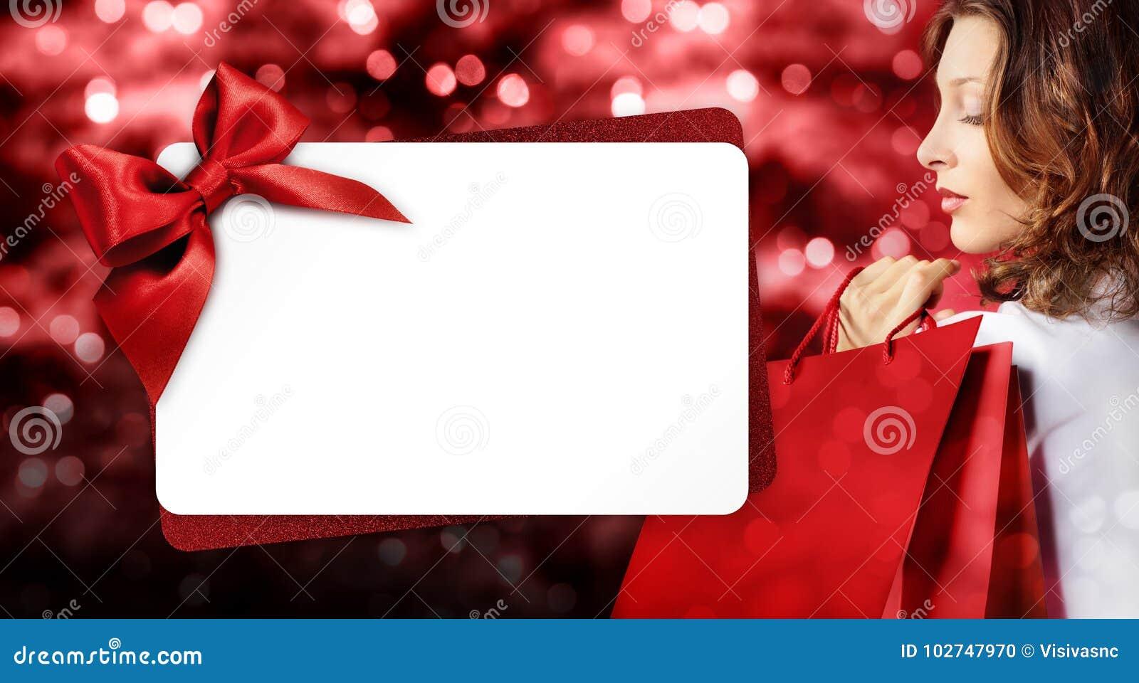 圣诞节购物、妇女有袋子的和礼品券模板在蓝色