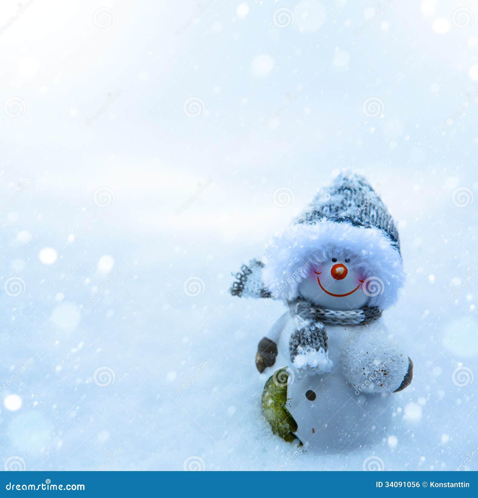 圣诞节雪人和蓝色雪背景