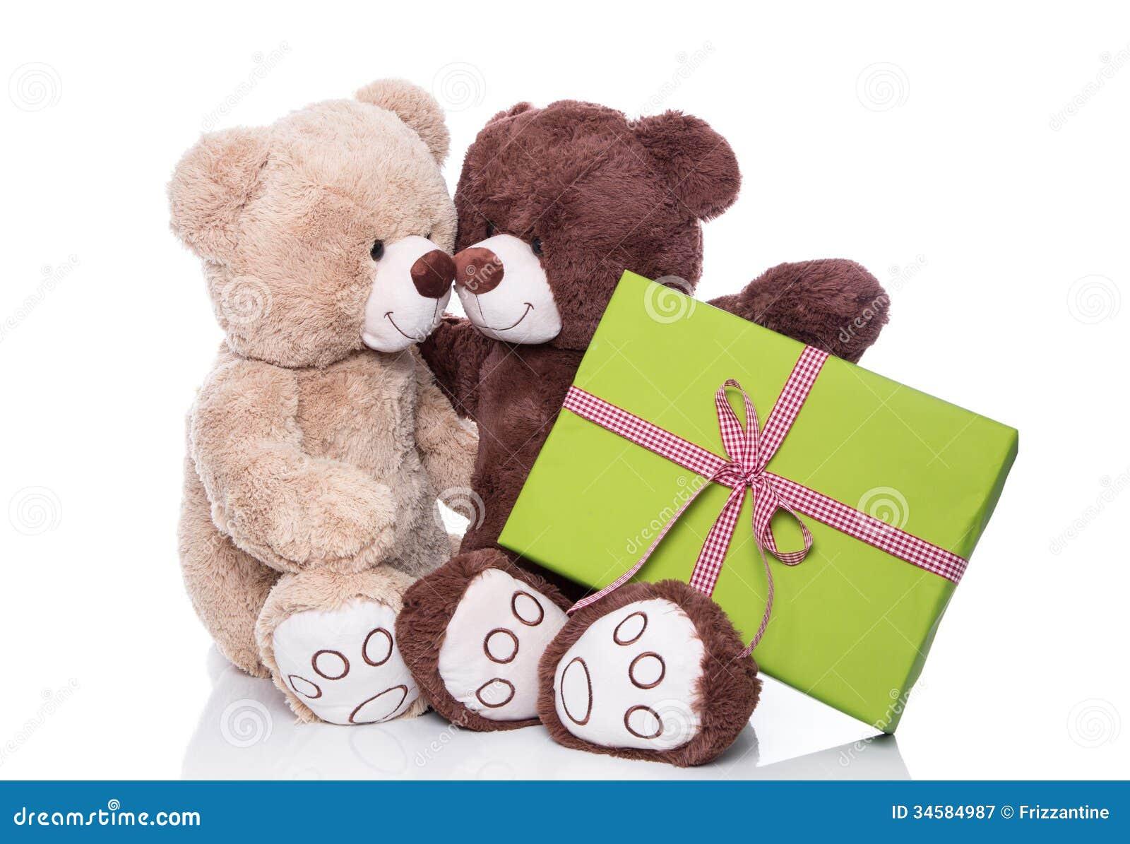 圣诞节:两隔绝了在的爱的玩具熊拿着绿色pres