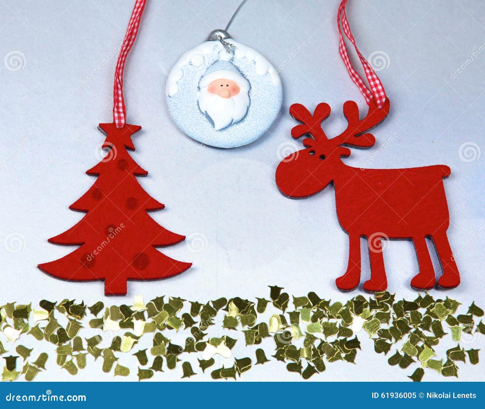 圣诞节 驯鹿和圣诞树孤立
