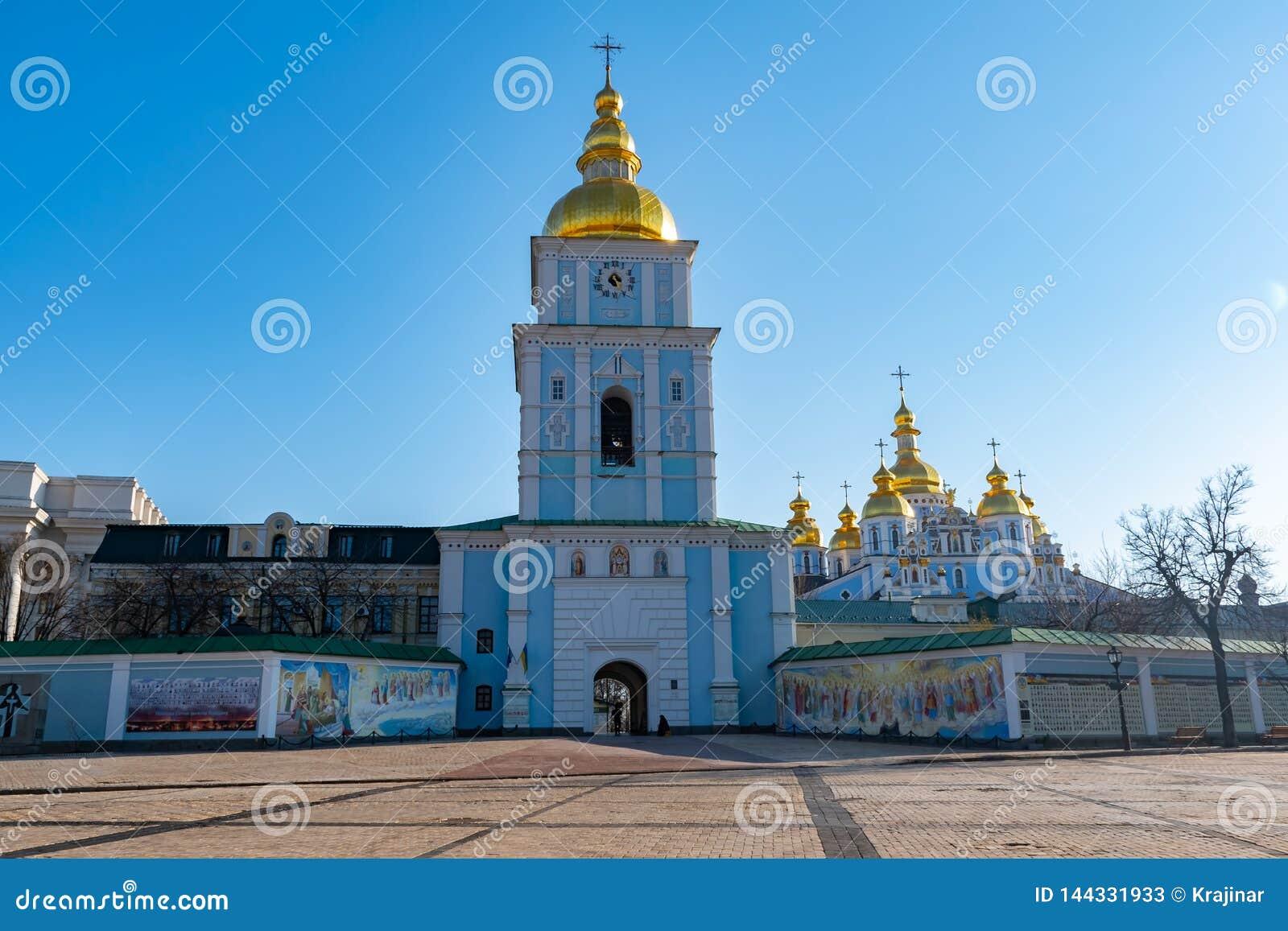 圣迈克尔的金黄半球形的修道院,经典之作攀爬,大教堂,乌克兰的大教堂圆屋顶的金黄圆屋顶