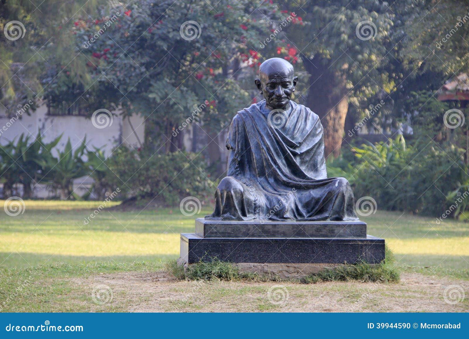 圣雄甘地雕象