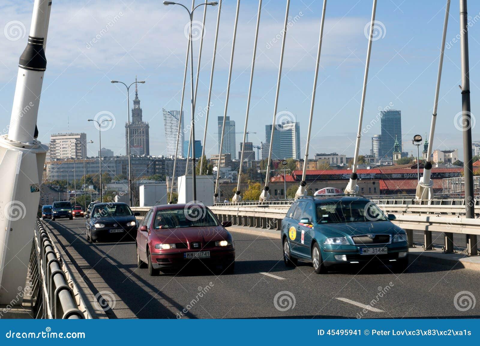 在ÅšwiÄ™tokrzyski桥梁的交通
