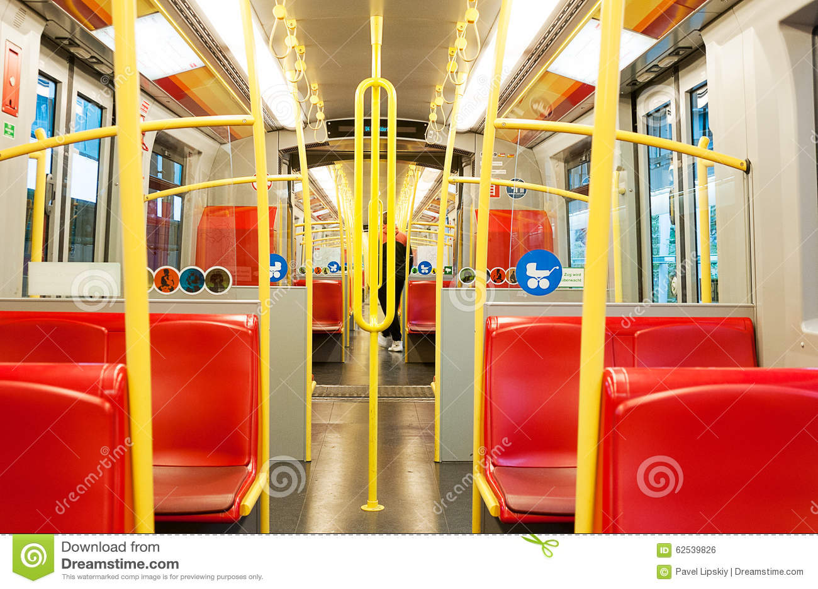 在一个地铁支架里面在维也纳