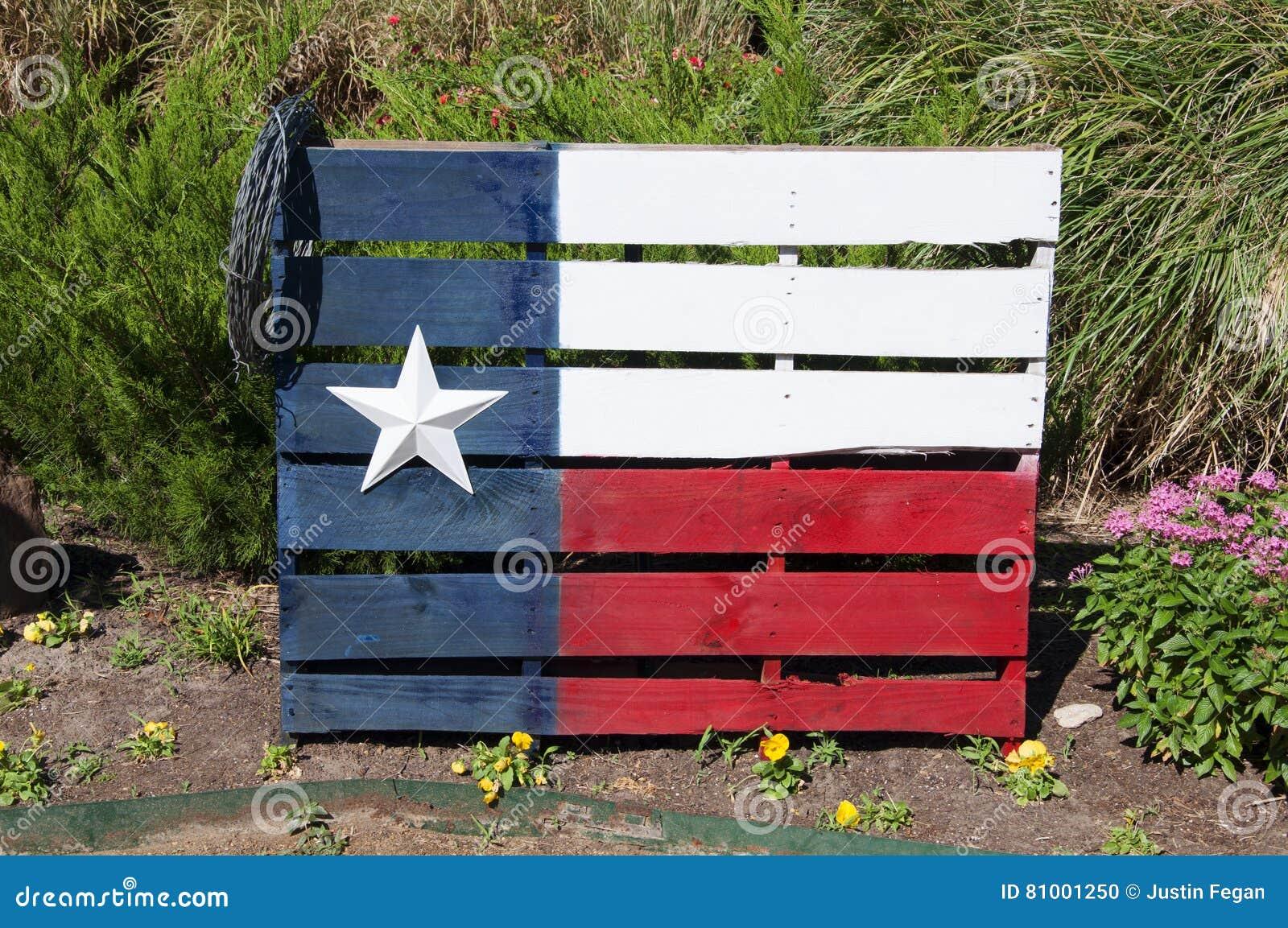 在一个木板台绘的得克萨斯旗子