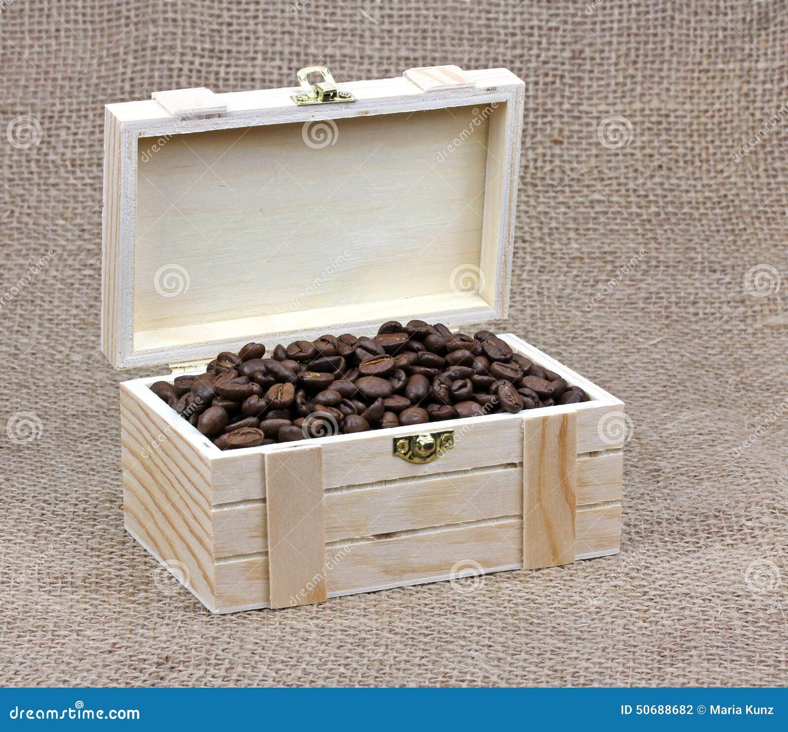 Download 在一个木箱的咖啡豆在帆布 库存照片. 图片 包括有 早晨, 咖啡馆, 热奶咖啡, 画布, 口味, 棚车, 亚麻布 - 50688682