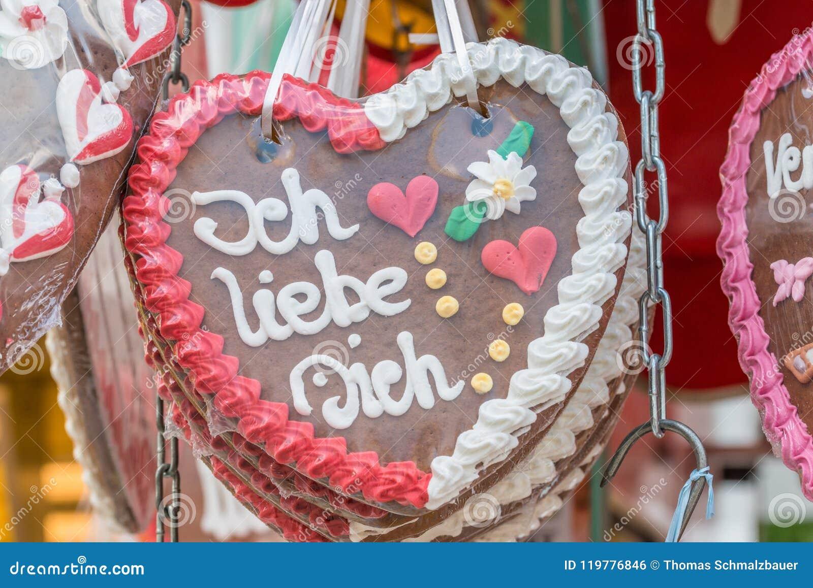 """在一个民间节日的姜饼心脏与德语措辞†""""我爱你,德国"""