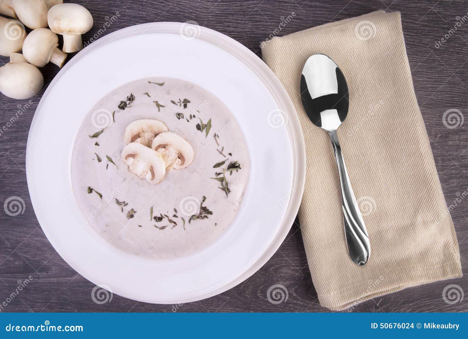 Download 在一个白色碗的新鲜的蘑菇汤 库存照片. 图片 包括有 美食, 板条, 顶层, 素食主义者, 弯脚的, 牛至 - 50676024