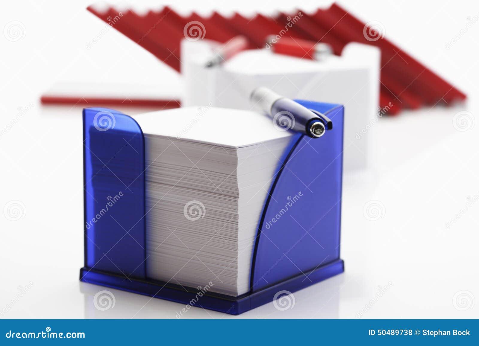 在一个箱子的备忘录与ballpen