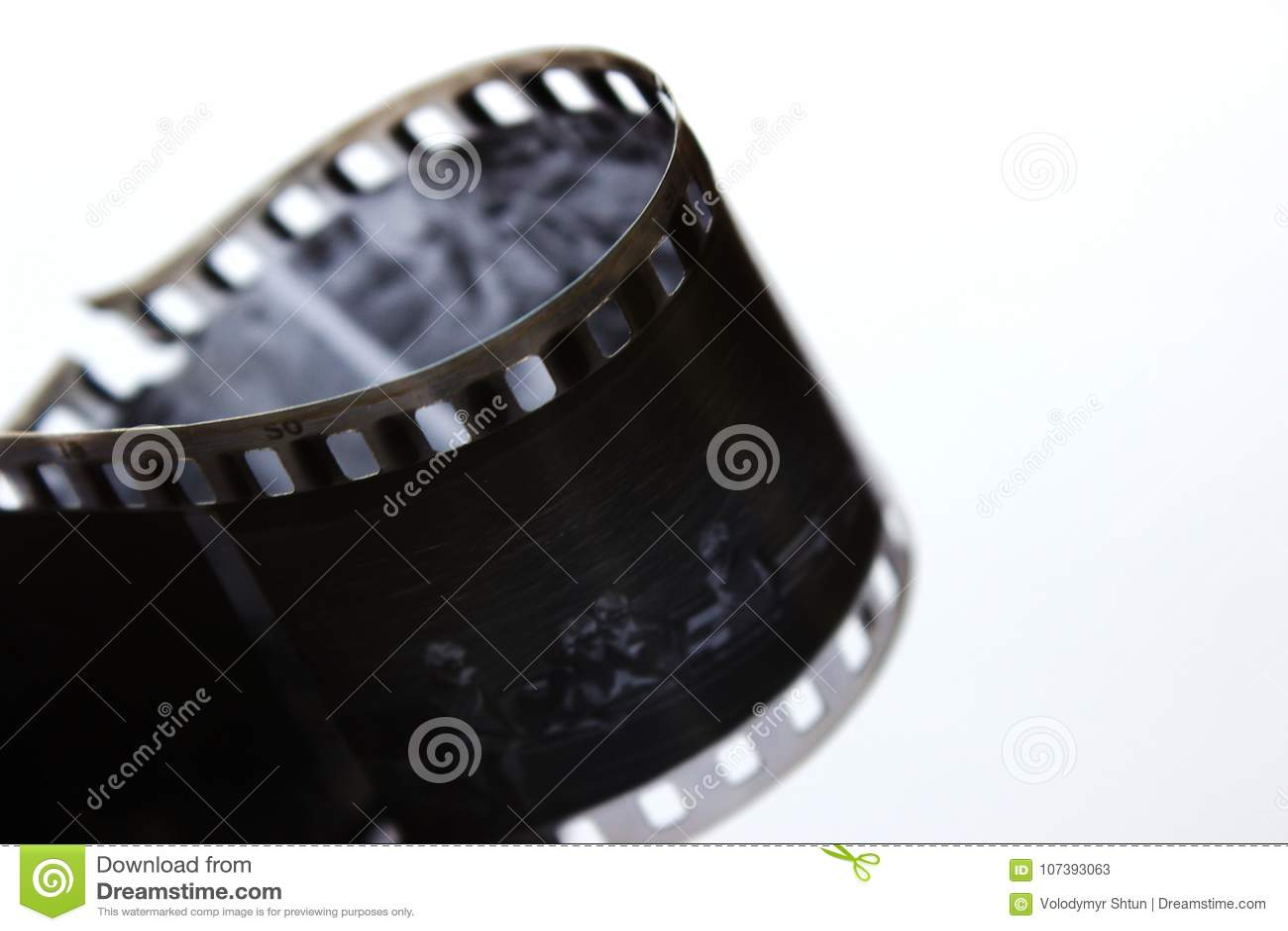 在一个螺旋的老黑白影片在白色背景 老减速火箭的影片 非常老黑白影片