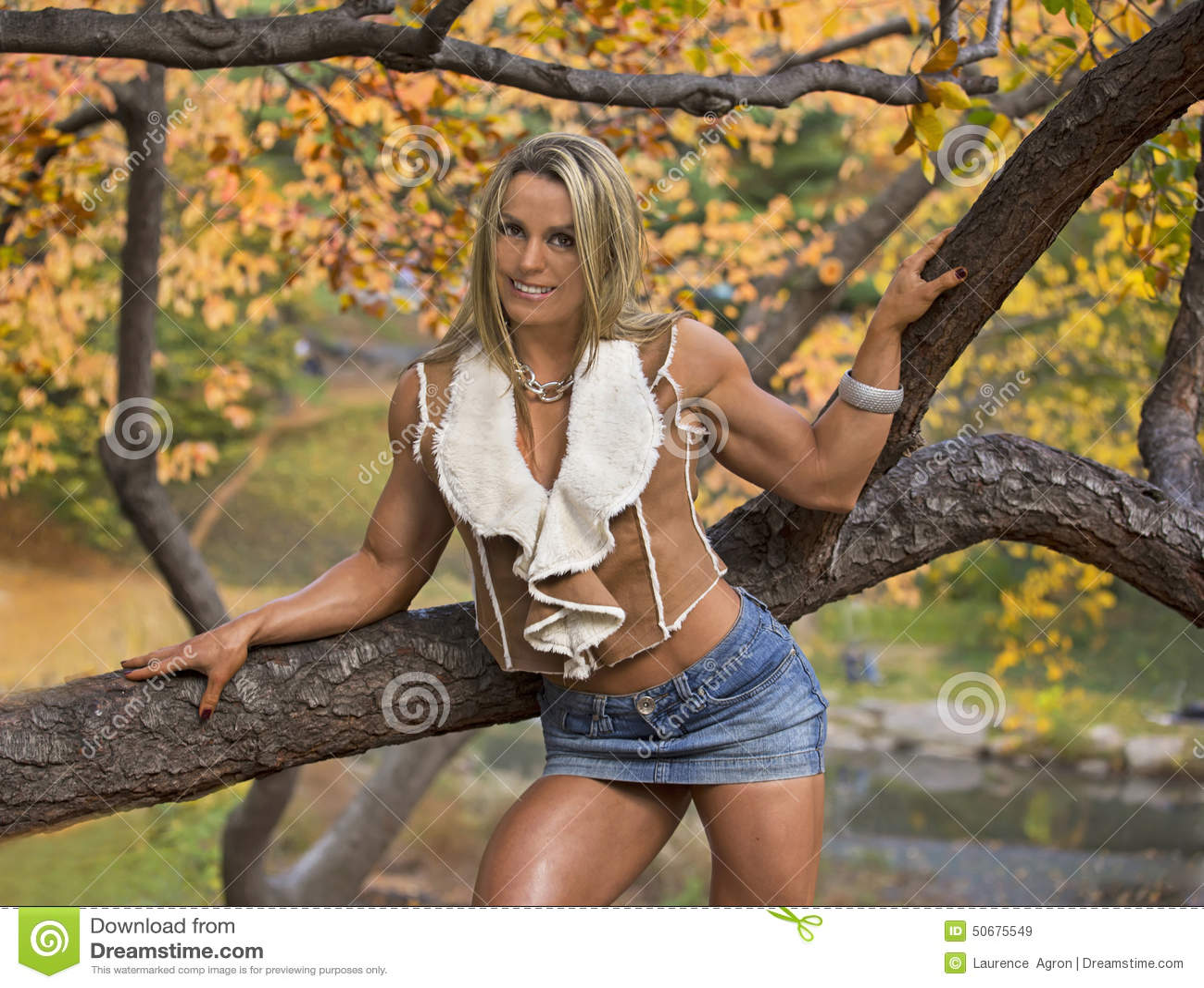 Download 在一个迷人,浅黄色的包裹的秋天辉煌 库存图片. 图片 包括有 女性, 色情, 显示, 腋窝, 自治权, 曲线美 - 50675549