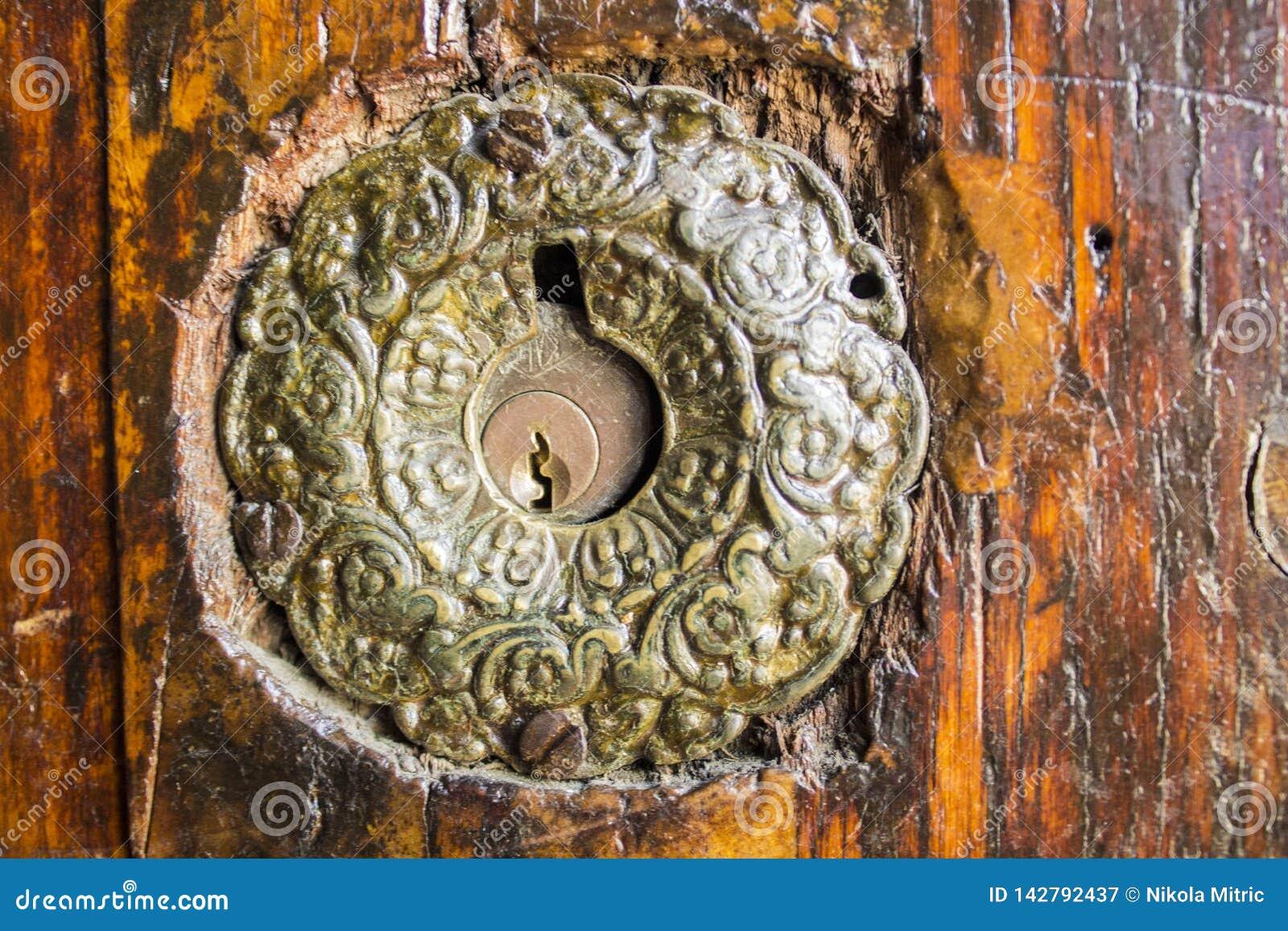 在一个非常老门的门锁在伊斯坦布尔,土耳其