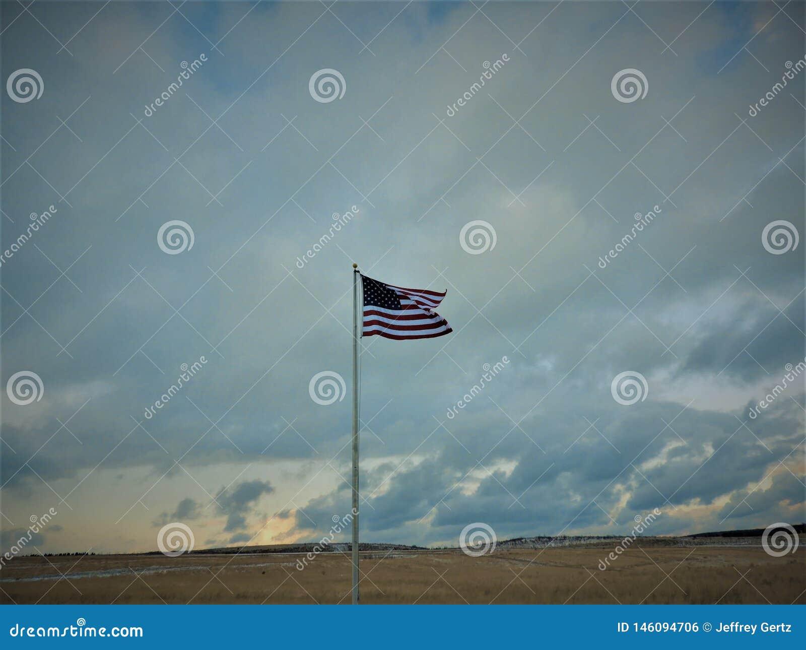 在一个领域的美国国旗老荣耀在winter& x27;s天