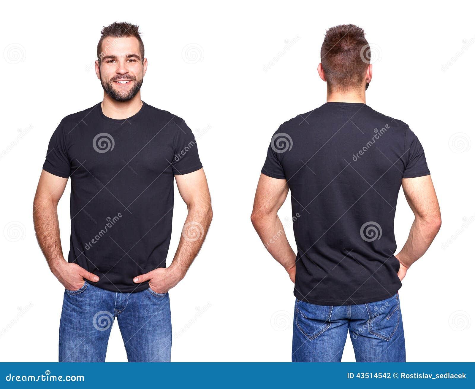 在一块年轻人模板的黑T恤杉