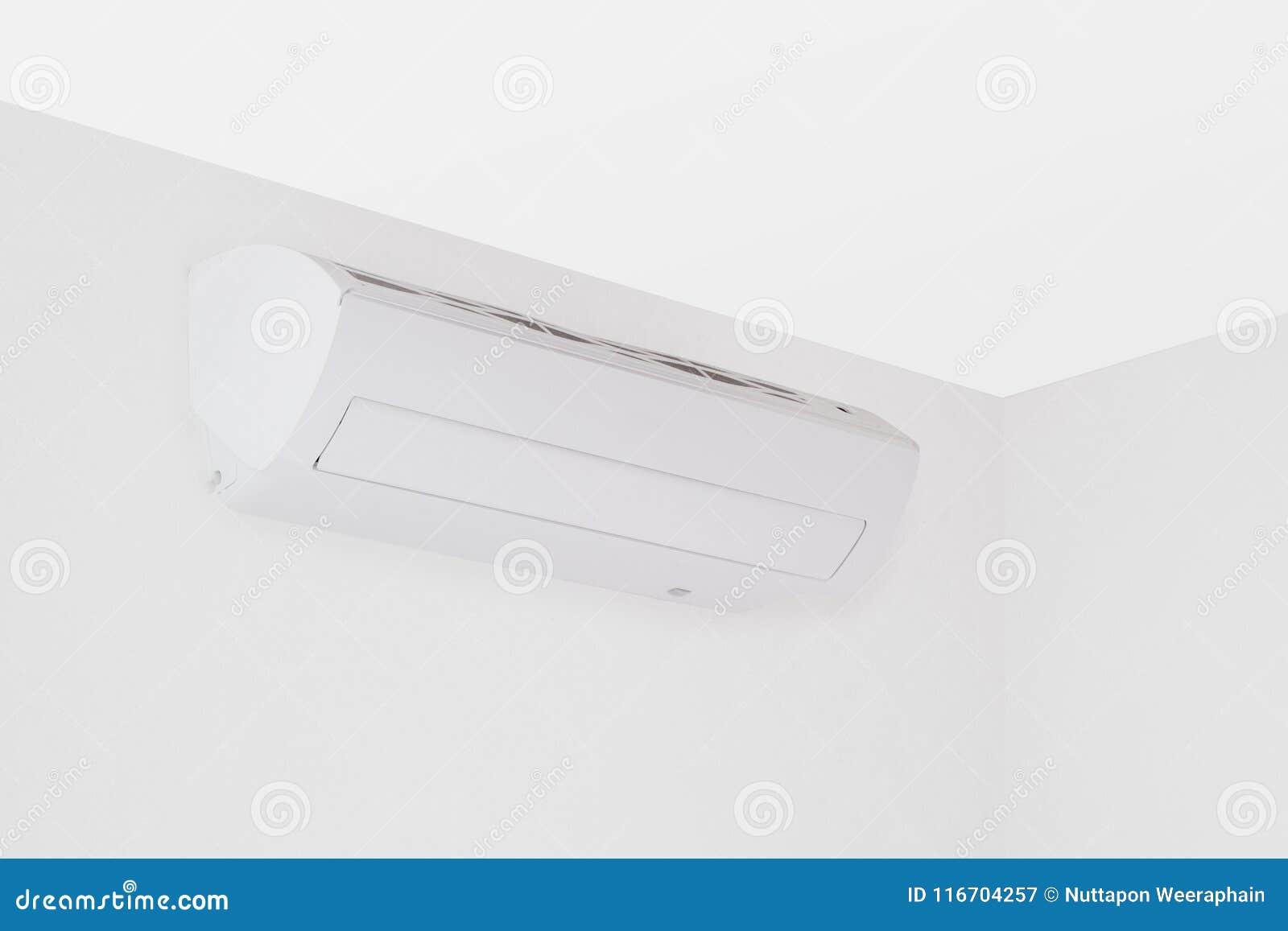 在一间白色空的屋子的现代三角空调器