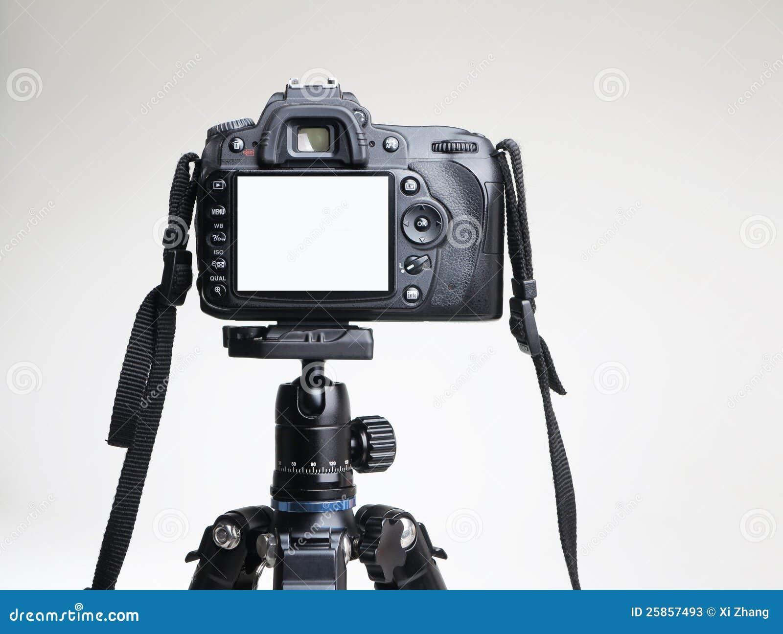 在三脚架的照相机
