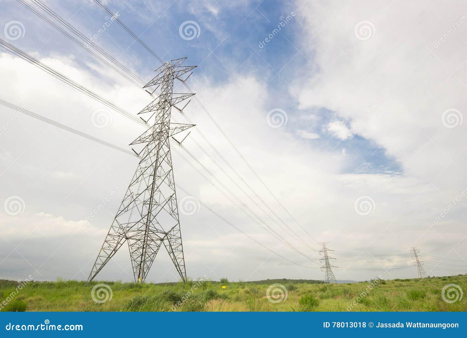 在下午光容器风景的电塔
