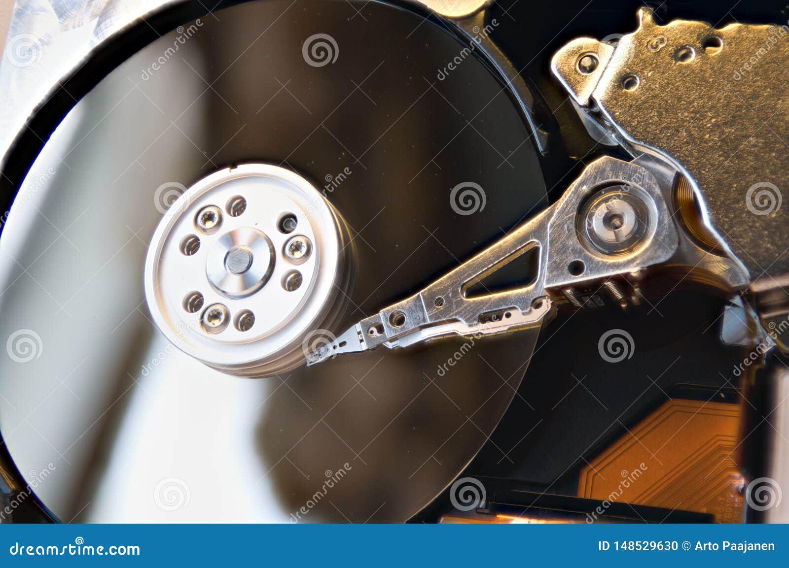 在与读写头的老机械硬盘里面