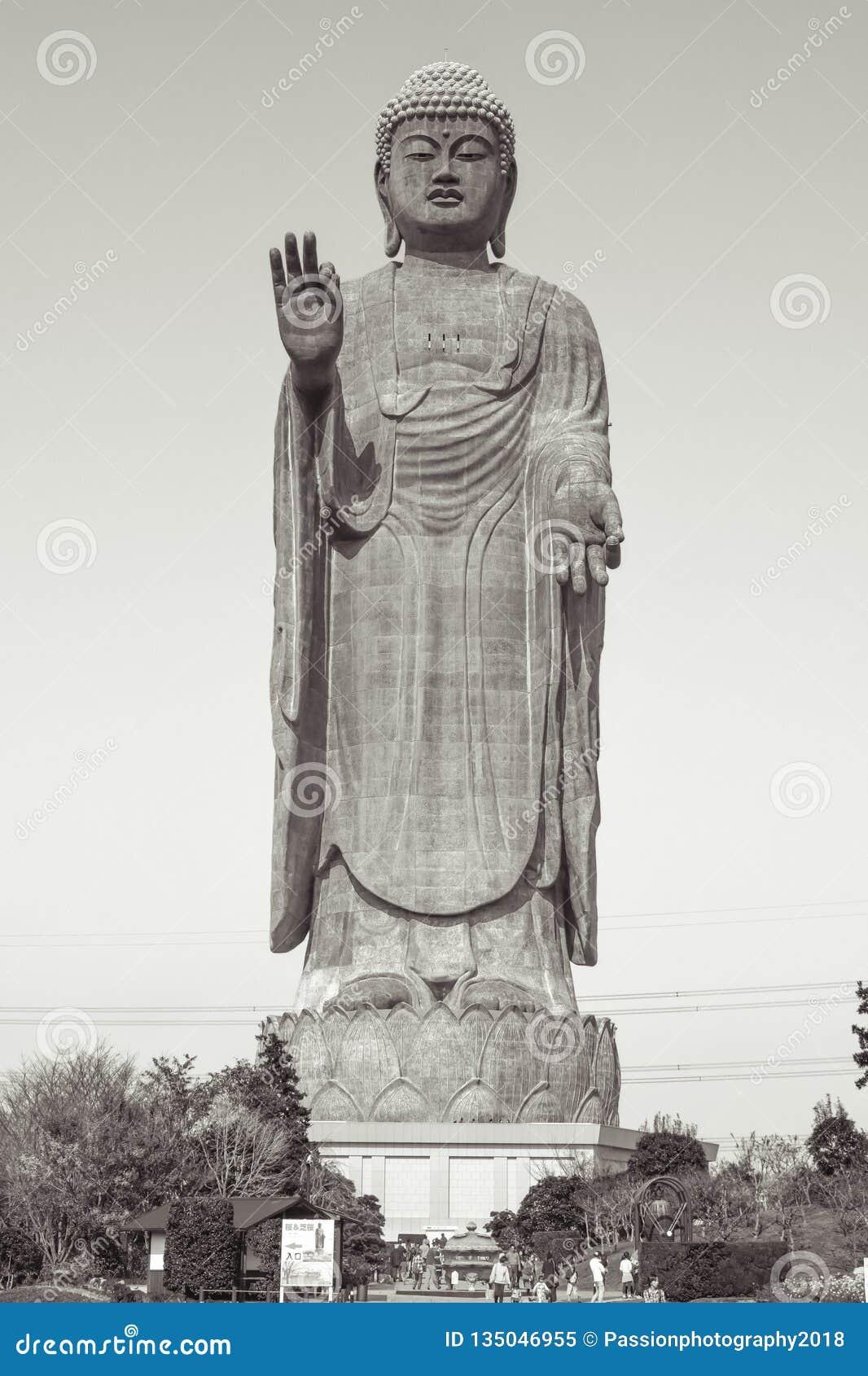 在世界的第三大菩萨雕象牛久市Daibutsu大菩萨