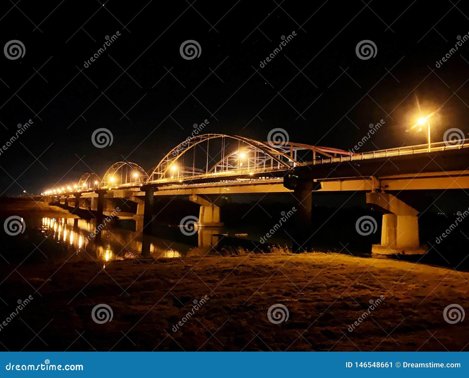在两个省之间的桥梁