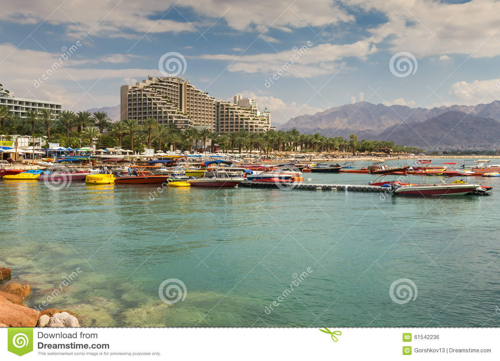 在图片海滩的看法埃拉特,以色列美女的中央脚丝图片
