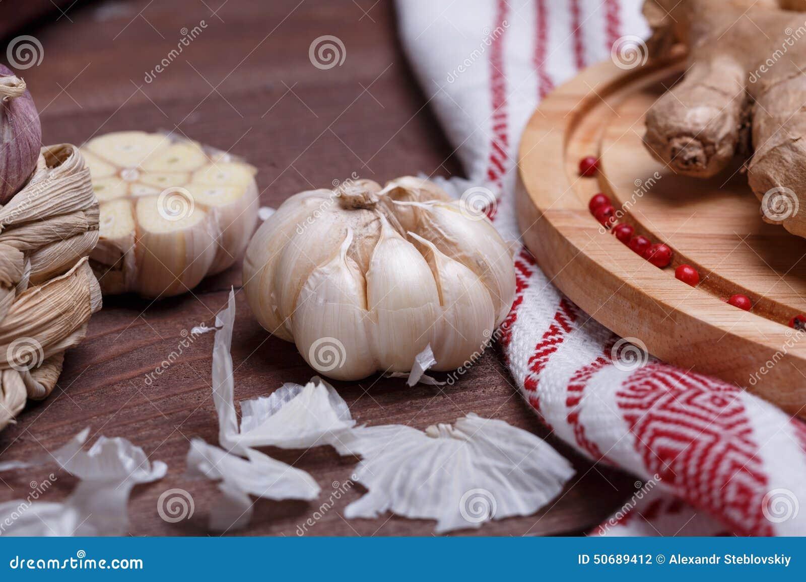 Download 在书桌上的新鲜的香料 库存照片. 图片 包括有 农夫, 厨房, 生气勃勃, 剪切, 直接地, 本质, 上色 - 50689412