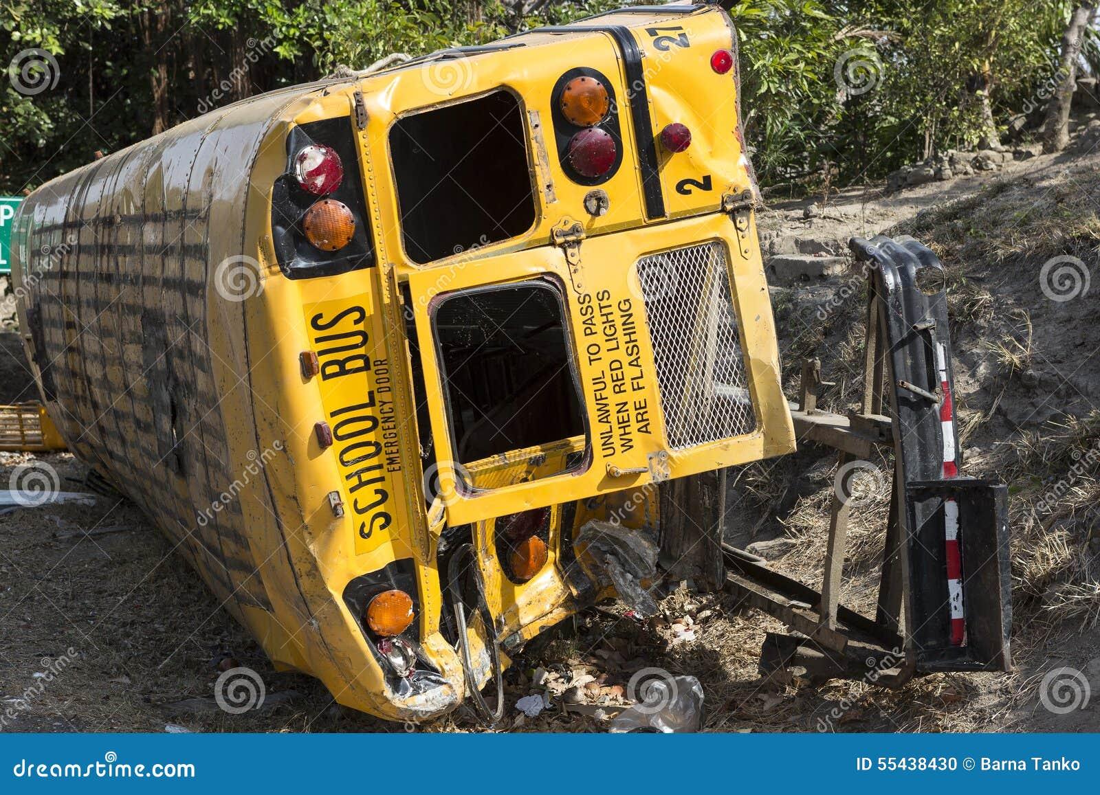在事故的校车