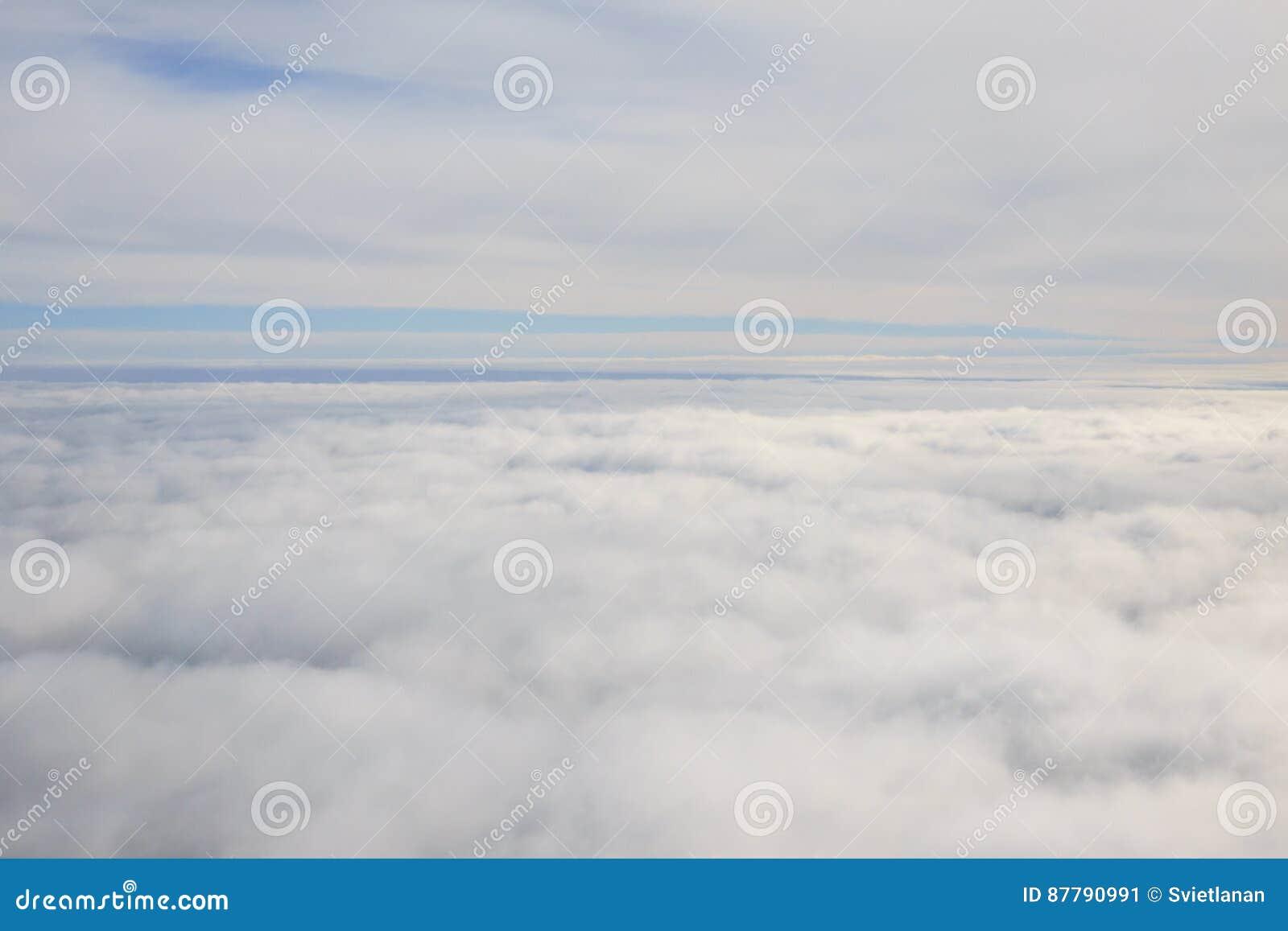 在云彩层数之间