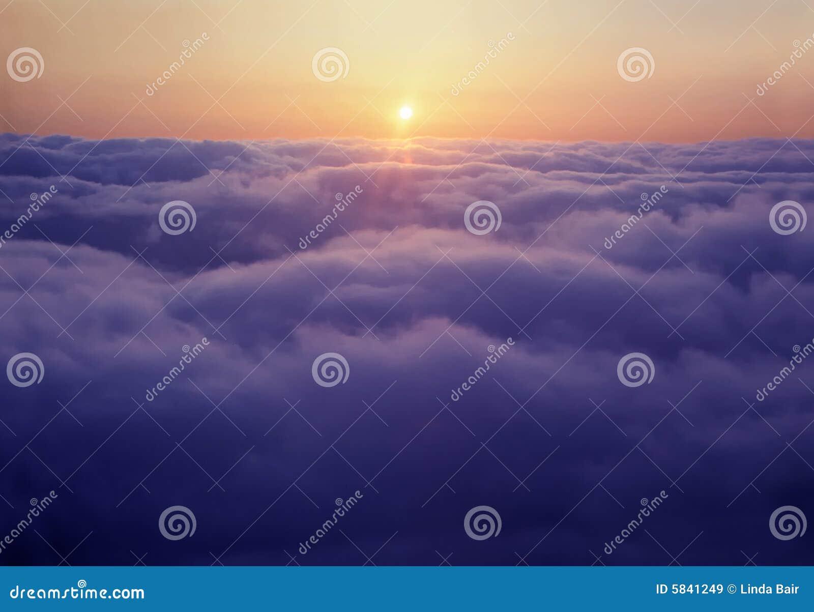 在云彩日落之上
